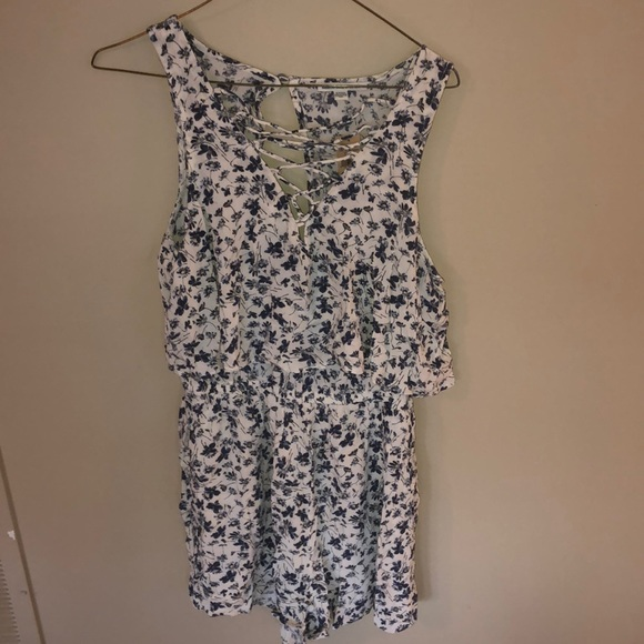 2c2b430fd245 Brand New American Eagles White Blue Floral Romper